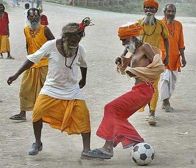 sadhus_football_alalhabad_1_060621.jpg